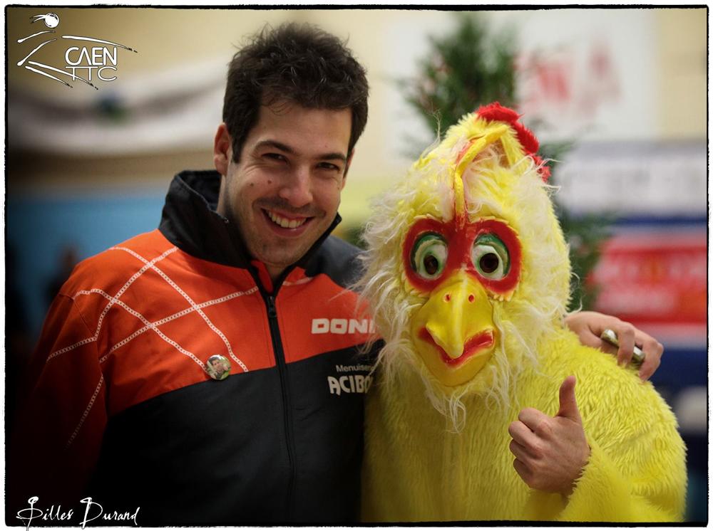 Jimmy Deveaux et la mascotte du Caen TTC Block Block